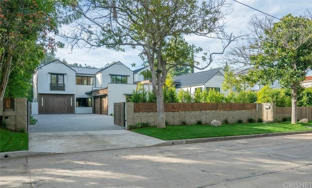 Photo of 14226 GREENLEAF Street, Sherman Oaks, CA 91423 (MLS # SR20043093)