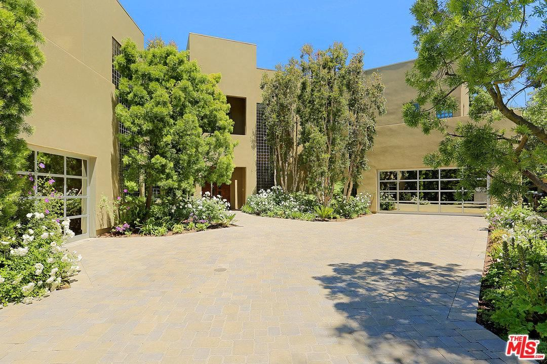 Photo of 13331 MULHOLLAND Drive, Beverly Hills, CA 90210 (MLS # 20549094)
