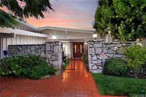 Photo of 18925 LA AMISTAD Place, Tarzana, CA 91356 (MLS # SR19238097)