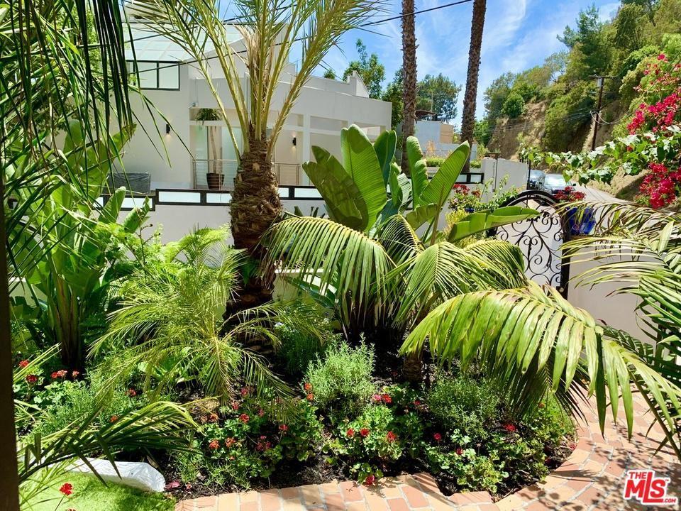 Photo of 2170 SUNSET PLAZA Drive, Los Angeles , CA 90069 (MLS # 20557098)