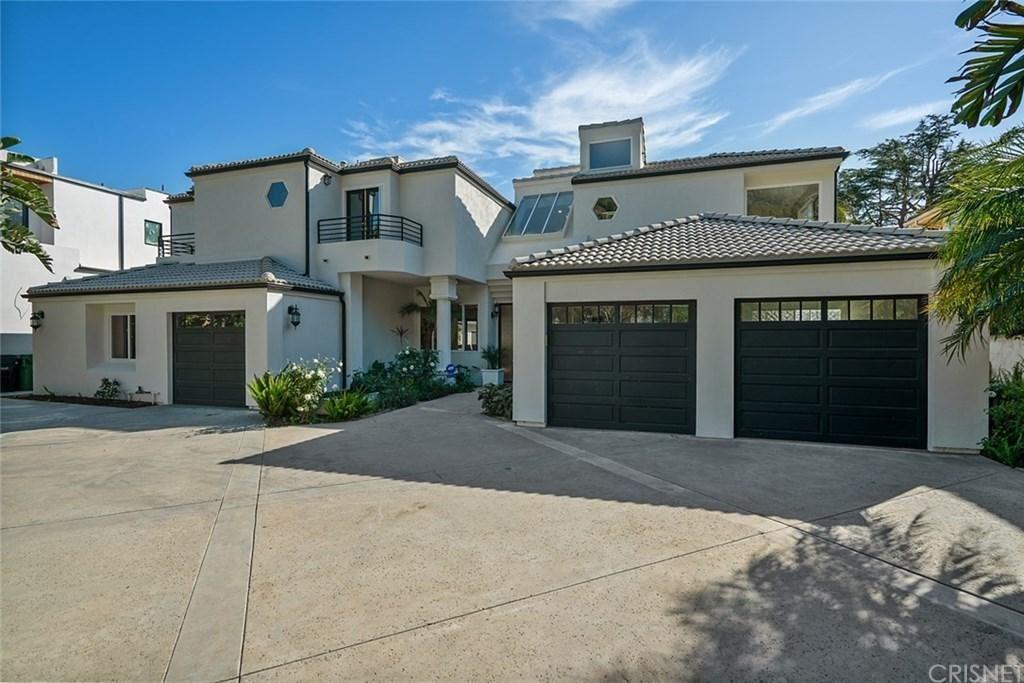 Photo of 13348 CHANDLER Boulevard, Sherman Oaks, CA 91401 (MLS # SR20034103)