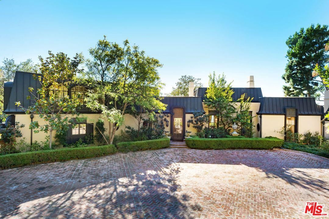 Photo of 1010 North HILLCREST Road, Beverly Hills, CA 90210 (MLS # 20558108)