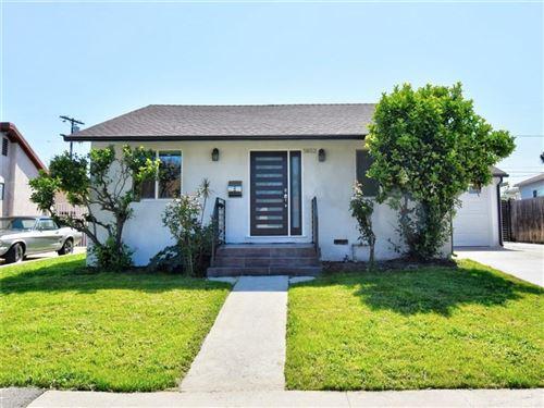 Photo of 5852 ALONZO Avenue, Encino, CA 91316 (MLS # SR20066121)