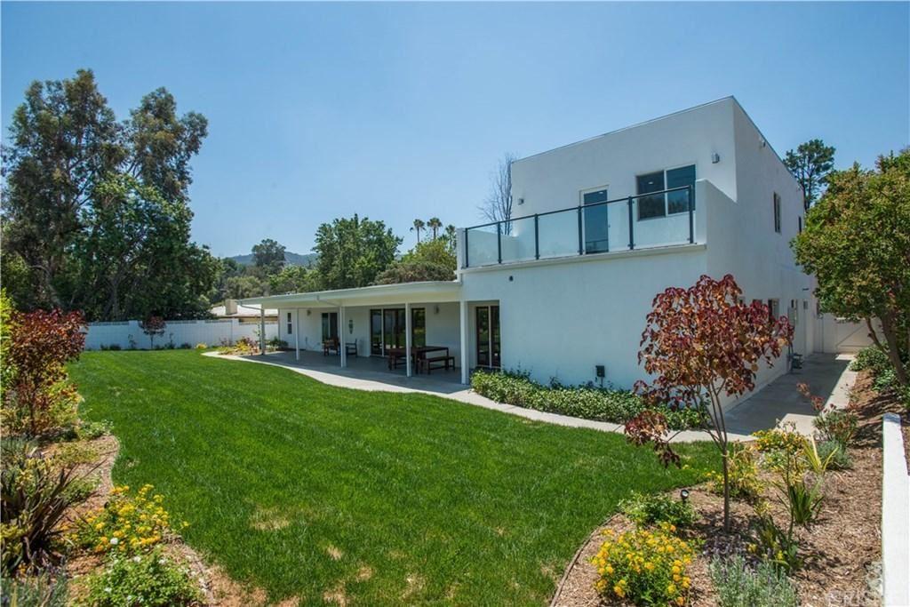 Photo of 18609 PALOMINO Drive, Tarzana, CA 91356 (MLS # SR20025124)