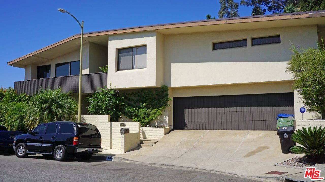 Photo of 1461 LAUREL Way, Beverly Hills, CA 90210 (MLS # 20550126)