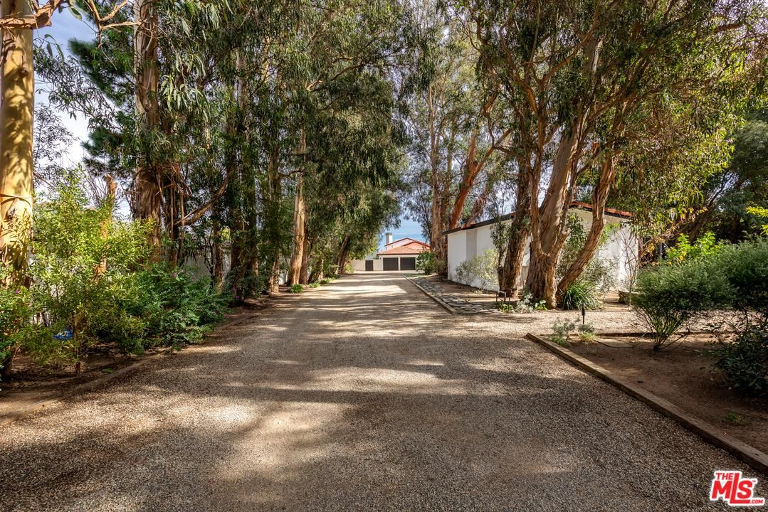 Photo of 6930 DUME Drive, Malibu, CA 90265 (MLS # 20561136)