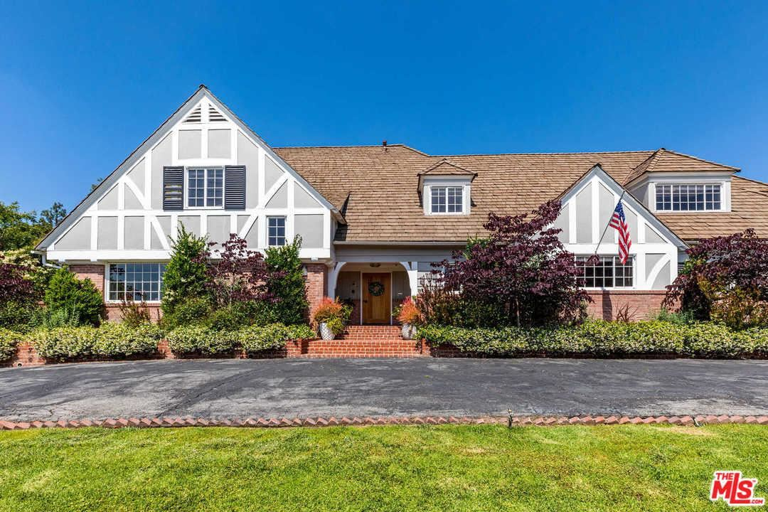Photo of 815 North WHITTIER Drive, Beverly Hills, CA 90210 (MLS # 20552138)