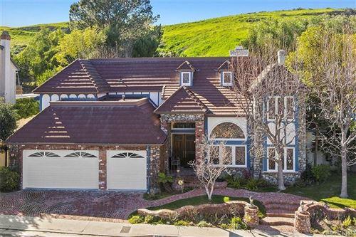 Photo of 6145 PASEO LA VISTA, Woodland Hills, CA 91367 (MLS # SR20008139)