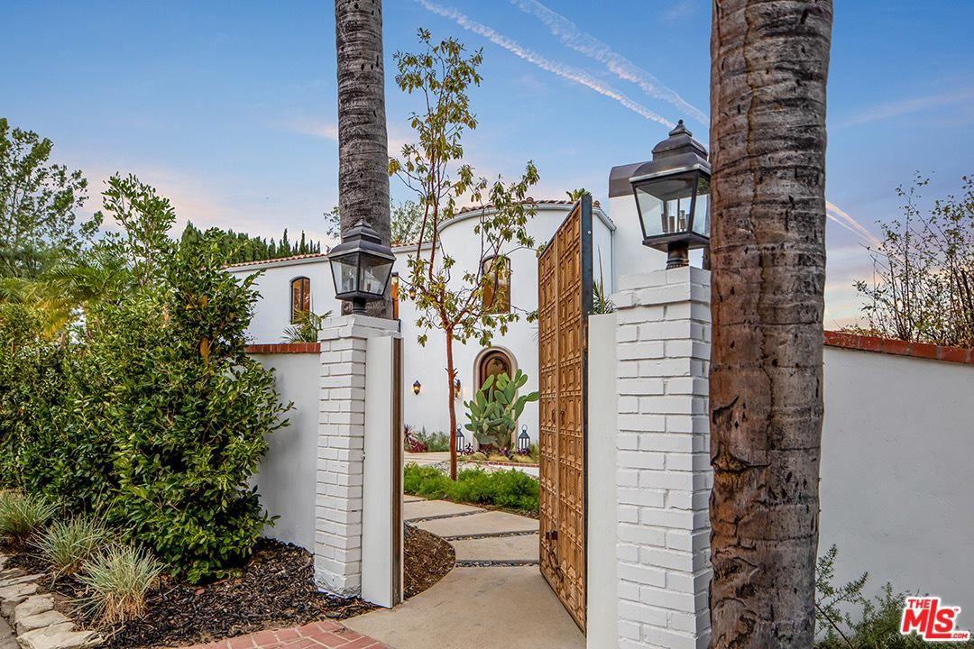 Photo of 14547 VALLEY VISTA, Sherman Oaks, CA 91403 (MLS # 20552158)