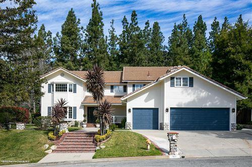 Photo of 871 GREENRIDGE Drive, La Canada Flintridge, CA 91011 (MLS # 820001166)
