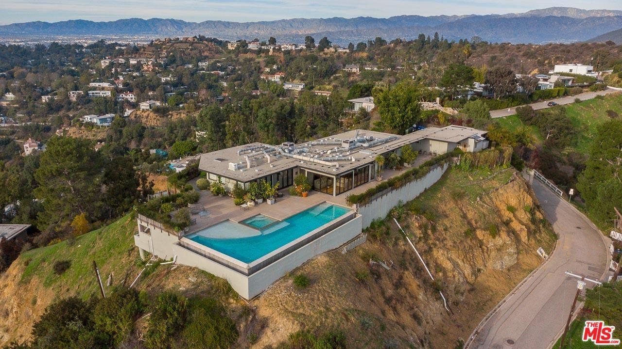 Photo of 2421 SOLAR Drive, Los Angeles , CA 90046 (MLS # 20542180)