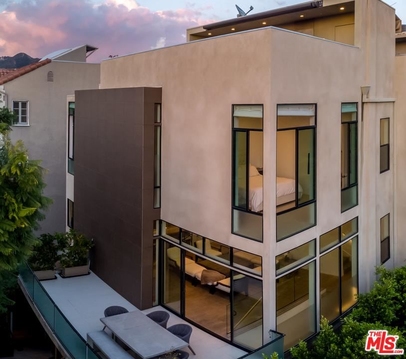 Photo of 1128 N OGDEN DR, West Hollywood, CA 90046 (MLS # 20542184)