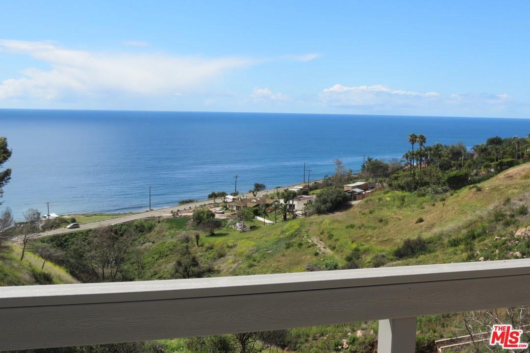 Photo of 4539 VIA VIENTA Street, Malibu, CA 90265 (MLS # 20564188)