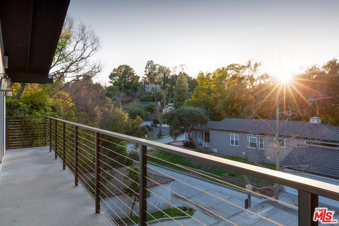 Photo of 430 GLENULLEN Drive, Pasadena, CA 91105 (MLS # 20554190)
