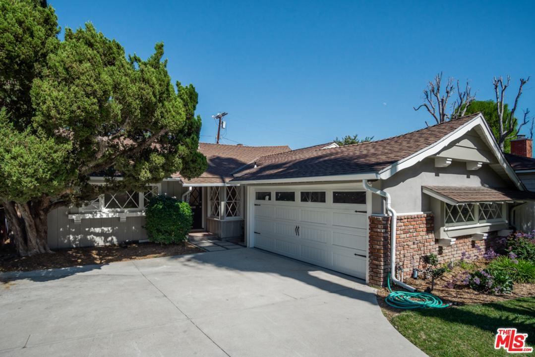 Photo of 22233 AVENUE SAN LUIS, Woodland Hills, CA 91364 (MLS # 20555190)
