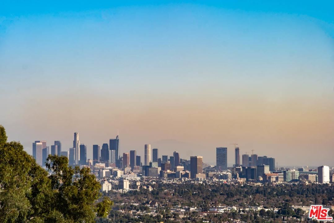 Photo of 8412 CARLTON Way, Los Angeles , CA 90069 (MLS # 20557190)