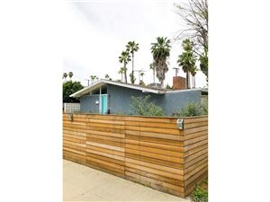 Photo of 19739 VICTORY Boulevard, Woodland Hills, CA 91367 (MLS # SR18091191)