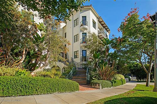 Photo of 558 HILLGREEN Drive #300, Beverly Hills, CA 90212 (MLS # 819005208)