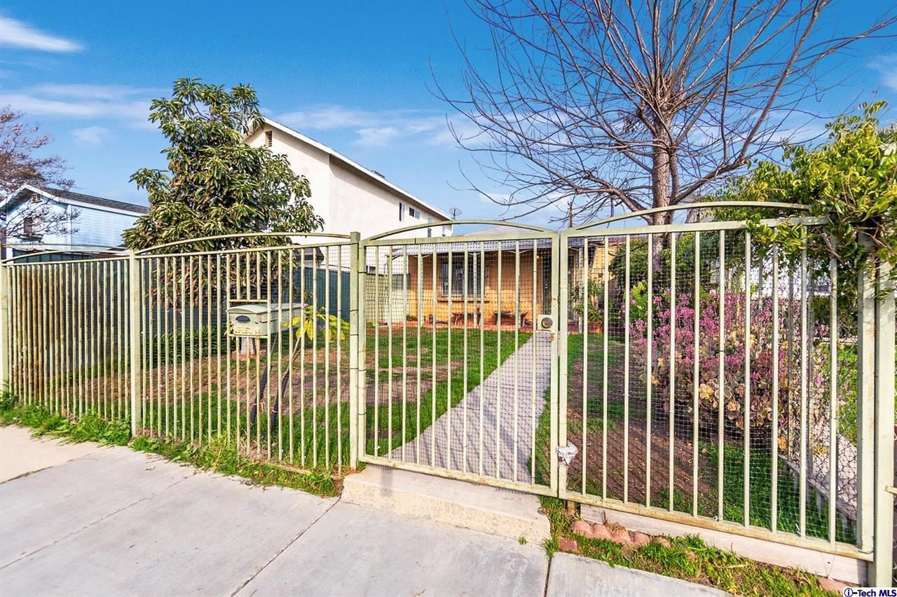 Photo of 10509 CHANDLER Boulevard, North Hollywood, CA 91601 (MLS # 320000218)