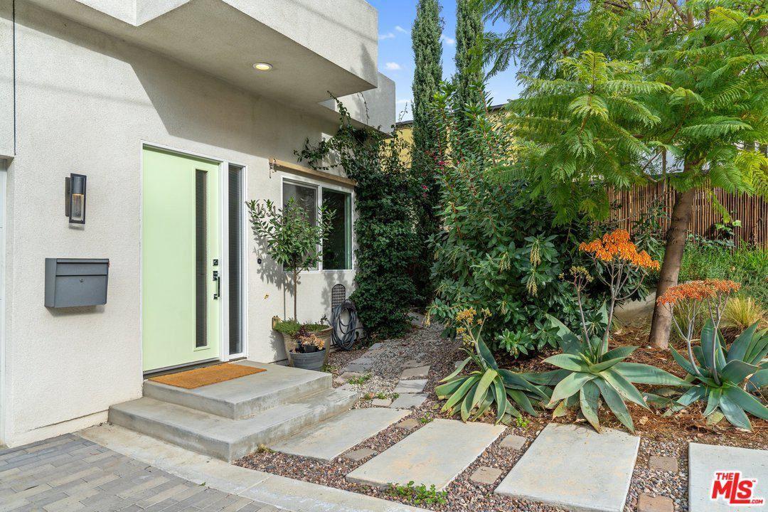 Photo of 1631 BRIDGEPORT Drive, Los Angeles , CA 90065 (MLS # 20556224)