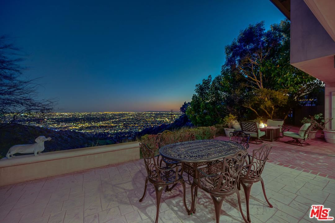 Photo of 2300 ASTRAL Drive, Los Angeles , CA 90046 (MLS # 20554226)