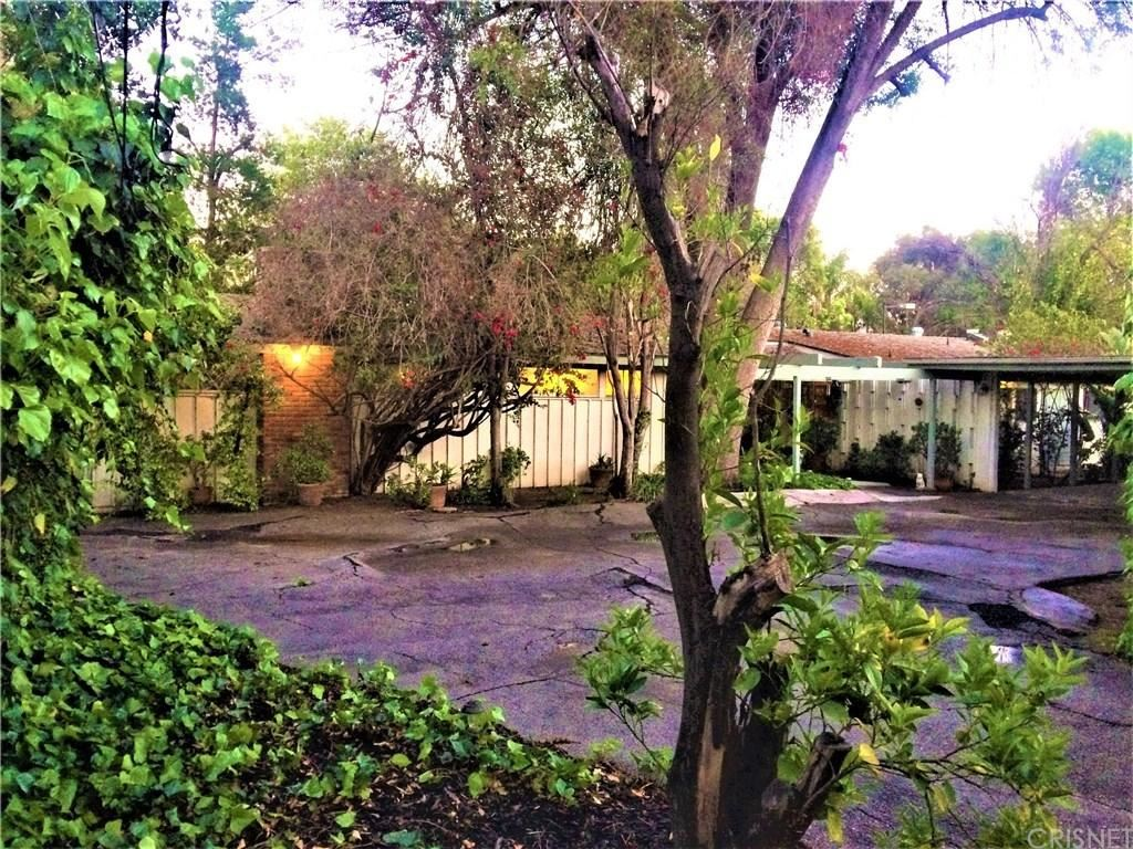 Photo of 5060 GLORIA Avenue, Encino, CA 91436 (MLS # SR20014230)