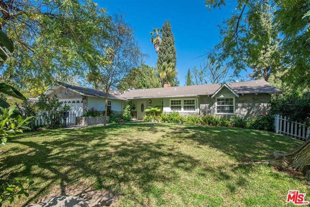 Photo for 23001 GAINFORD Street, Woodland Hills, CA 91364 (MLS # 19454238)