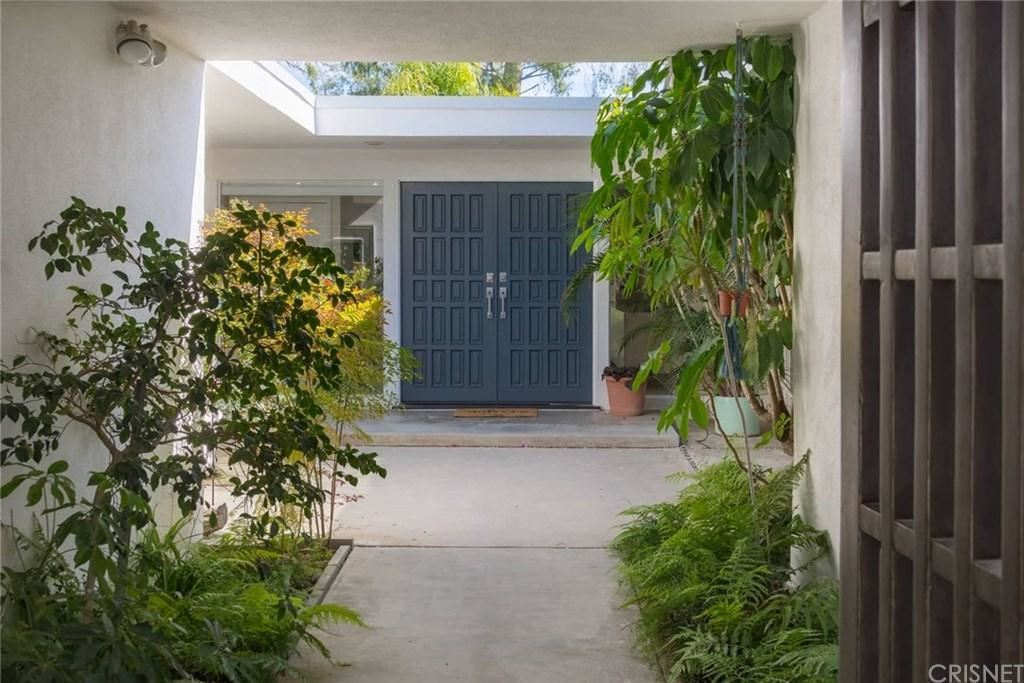 Photo of 4744 EL CABALLERO Drive, Tarzana, CA 91356 (MLS # SR20037243)
