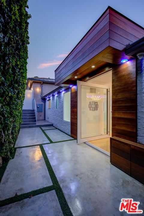 Photo of 7944 FAREHOLM Drive, Los Angeles , CA 90046 (MLS # 20552246)
