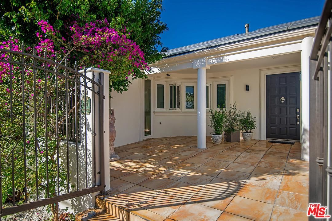 Photo of 10208 CIELO Drive, Beverly Hills, CA 90210 (MLS # 20562248)
