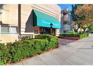 Photo of 5330 ZELZAH Avenue #15, Encino, CA 91316 (MLS # SR17247264)