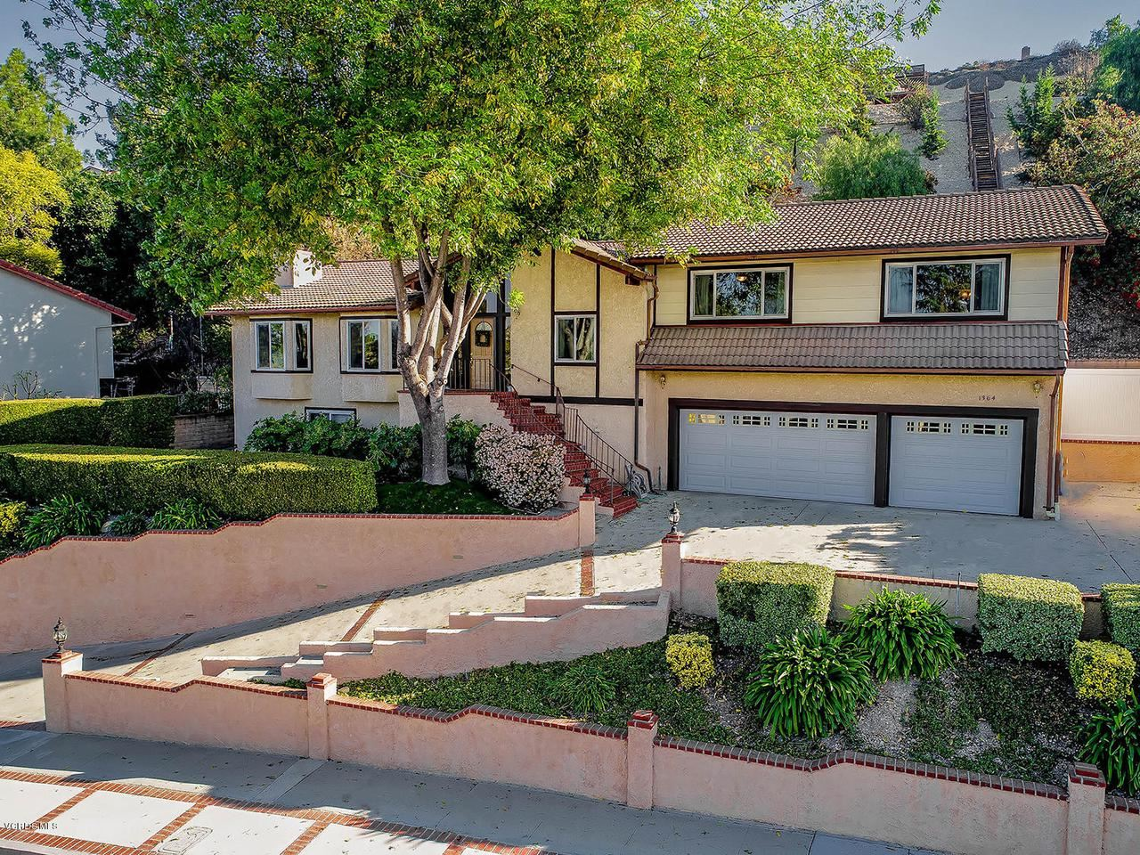 Photo of 1364 ROSELAWN Avenue, Thousand Oaks, CA 91362 (MLS # 220001271)
