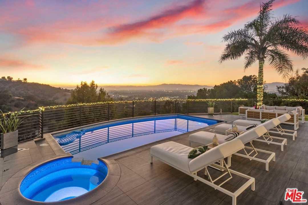 Photo of 3846 SHERWOOD Place, Sherman Oaks, CA 91423 (MLS # 20547272)