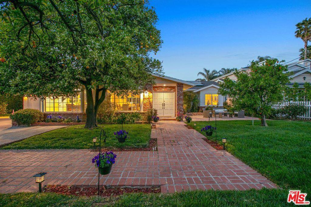 Photo for 20621 WELLS Drive, Woodland Hills, CA 91364 (MLS # 19454274)