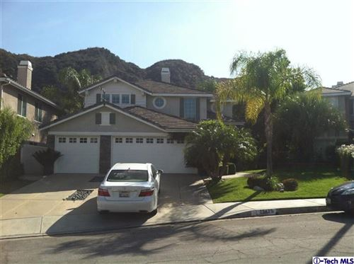 Photo of 25425 DOYLE Court, Stevenson Ranch, CA 91381 (MLS # 320000275)