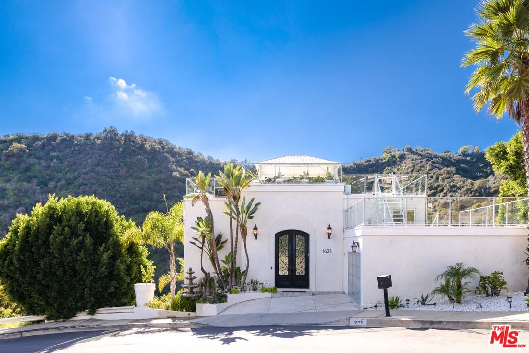 Photo of 1625 CLEAR VIEW Drive, Beverly Hills, CA 90210 (MLS # 20547278)