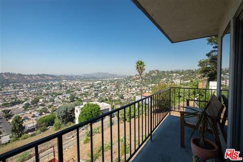 Photo of 528 VISTA GLORIOSA Drive, Los Angeles , CA 90065 (MLS # 20550282)