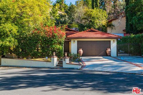 Photo of 4808 EXCELENTE Drive, Woodland Hills, CA 91364 (MLS # 20547292)