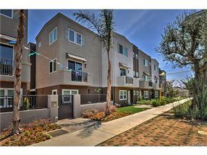 Photo of 5662 HAZELTINE Avenue, Valley Glen, CA 91401 (MLS # SR18082296)