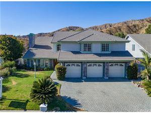 Photo of 3331 VIEWCREST Drive, Burbank, CA 91504 (MLS # SR18169298)