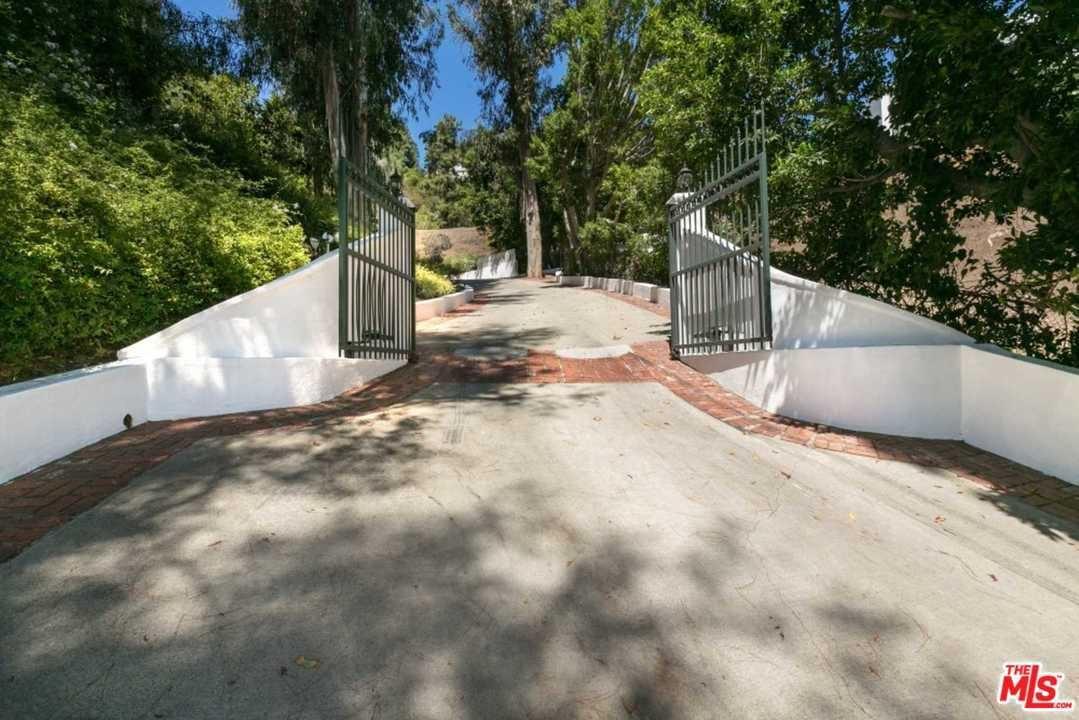 Photo of 1242 LAGO VISTA Drive, Beverly Hills, CA 90210 (MLS # 20551302)