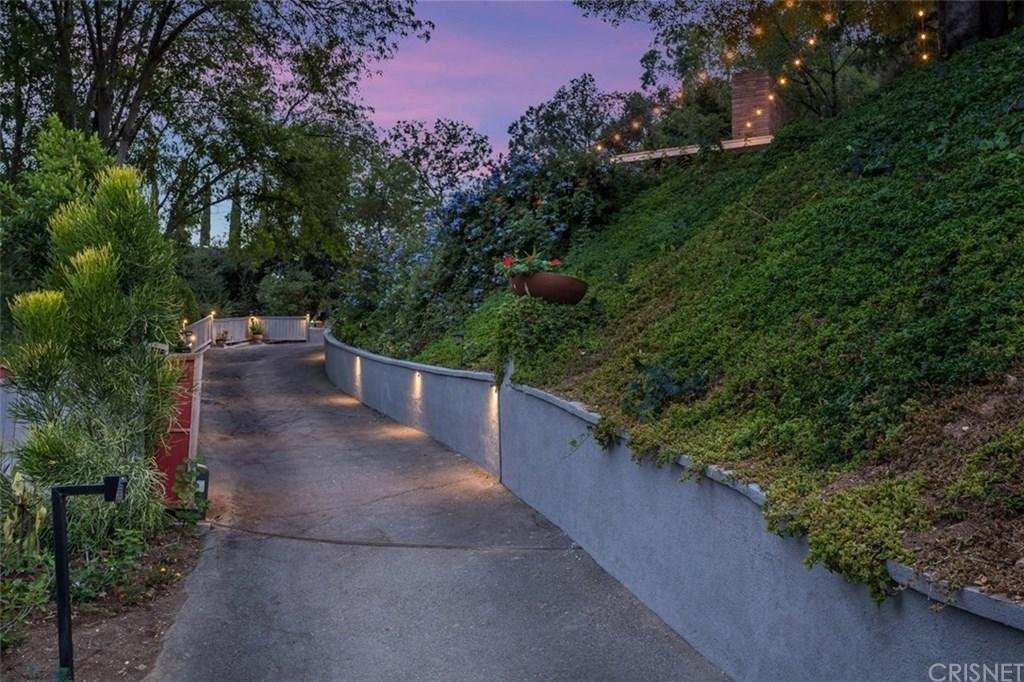 Photo of 11524 SUNSHINE Terrace, Studio City, CA 91604 (MLS # SR19246303)
