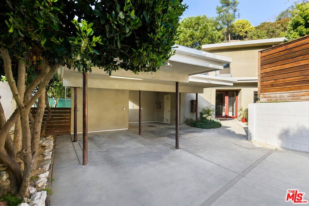 Photo of 3552 STONEHILL Place, Sherman Oaks, CA 91423 (MLS # 20556308)
