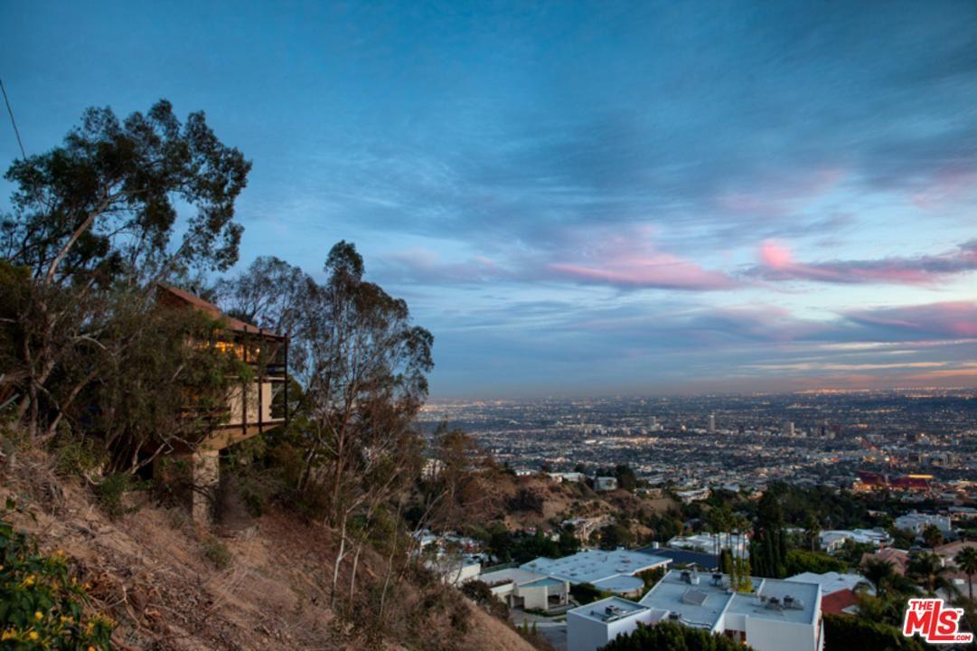Photo of 9192 CRESCENT Drive, Los Angeles , CA 90046 (MLS # 19537316)