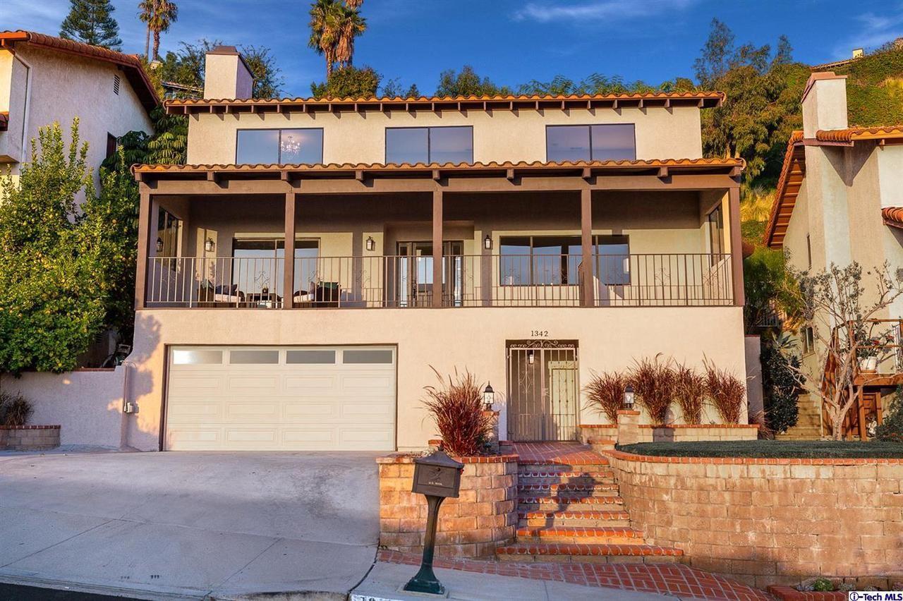 Photo of 1342 East TUJUNGA Avenue, Burbank, CA 91501 (MLS # 320000319)