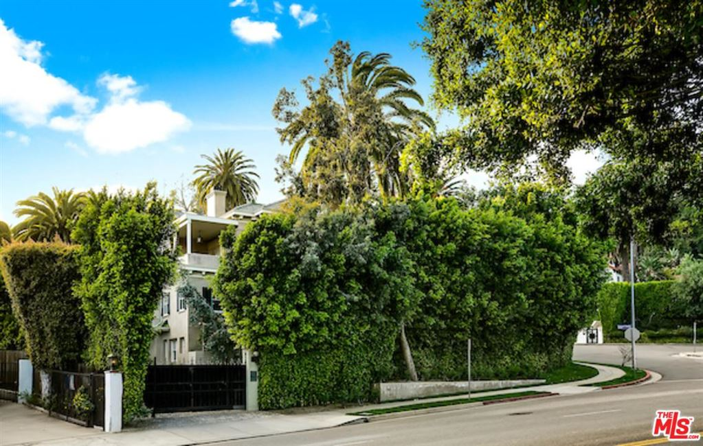 Photo of 8050 SELMA Avenue, Los Angeles , CA 90046 (MLS # 19512326)