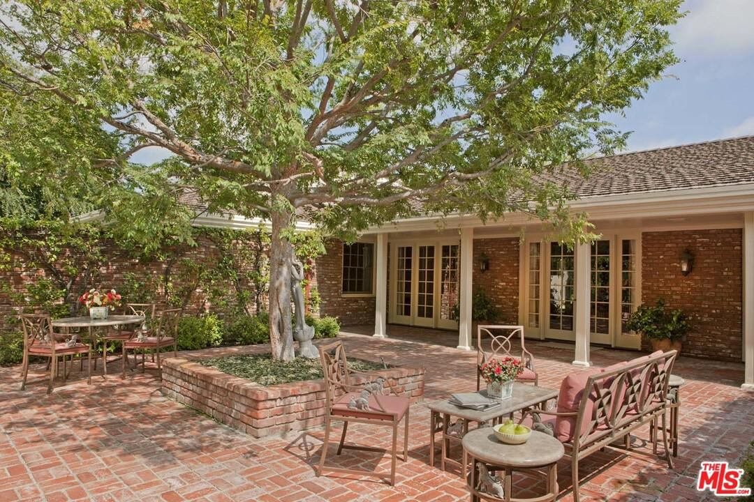 Photo for 1121 North BEVERLY Drive, Beverly Hills, CA 90210 (MLS # 19499336)
