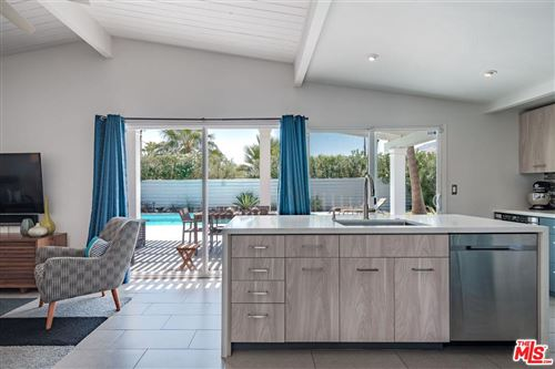 Photo of 915 East RACQUET CLUB Road, Palm Springs, CA 92262 (MLS # 20548338)