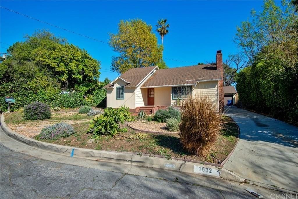 Photo of 1632 ORANGE TREE Lane, La Canada Flintridge, CA 91011 (MLS # SR20039341)