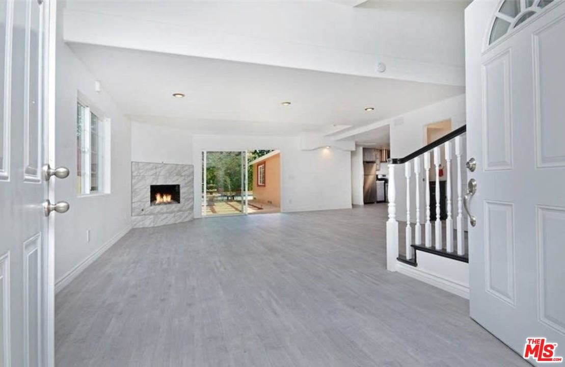 Photo of 21001 COSTANSO Street, Woodland Hills, CA 91364 (MLS # 20552344)